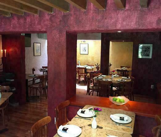 Se traspasa impresionante local para restaurante en actividad.
