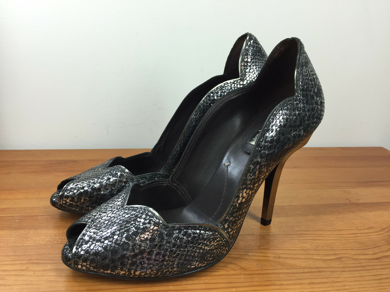 BCBG MaxAzria 9 Black Silver Heels Pumps Scalloped Snake Reptile Cocktail Formal