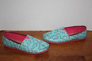 6b738b1686ad Girls TOMS Classic Jelly Fish Blue Pink Sparkly Flats Shoes Size 6 ...