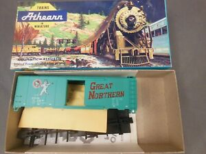 HO-SCALE-ATHEARN-GREAT-NORTHERN-27024-40-039-BOX-CAR-KIT