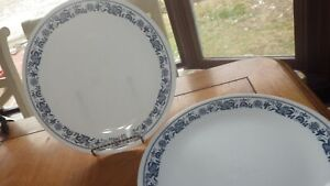 """Dinner Plates Old Town Blue Corelle by CORNING 4 10"""" round Blue and White Plate"""