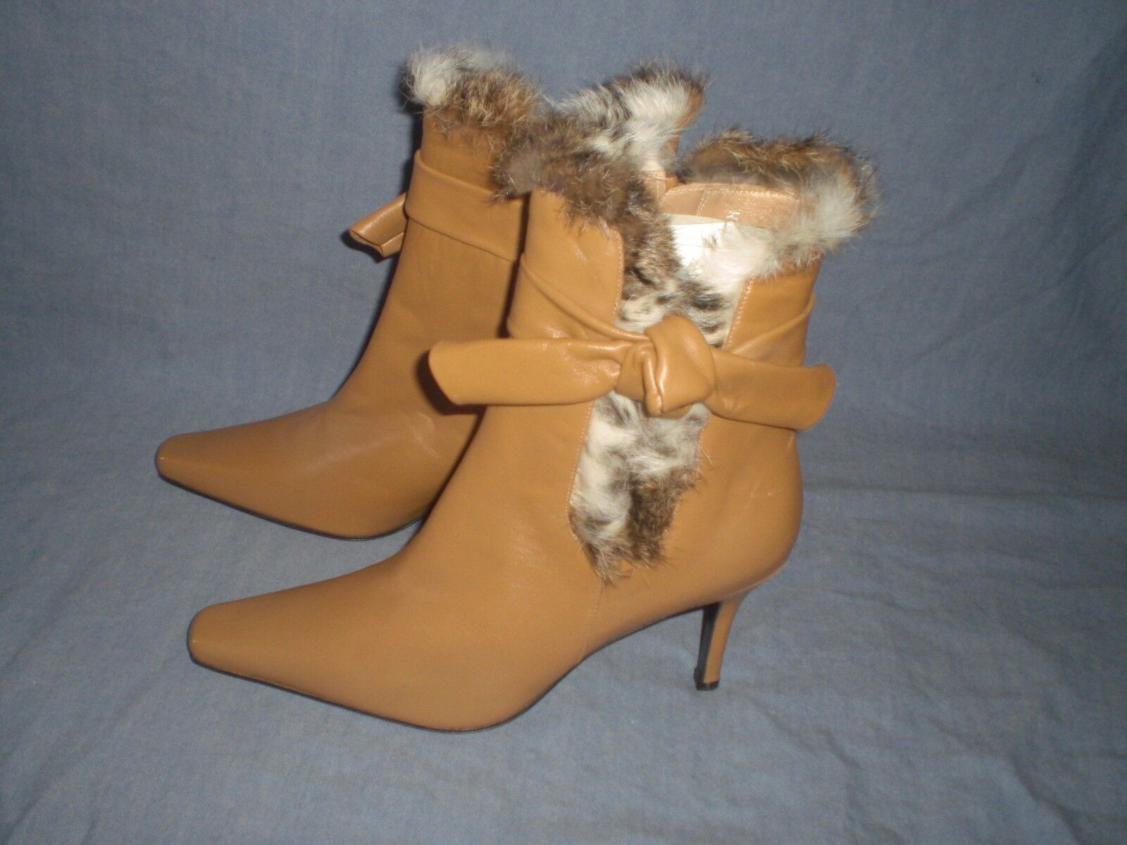 Stuart Weitzman 41514  Lamb leather Boots With Fur Trim and bow SIZE 9 M