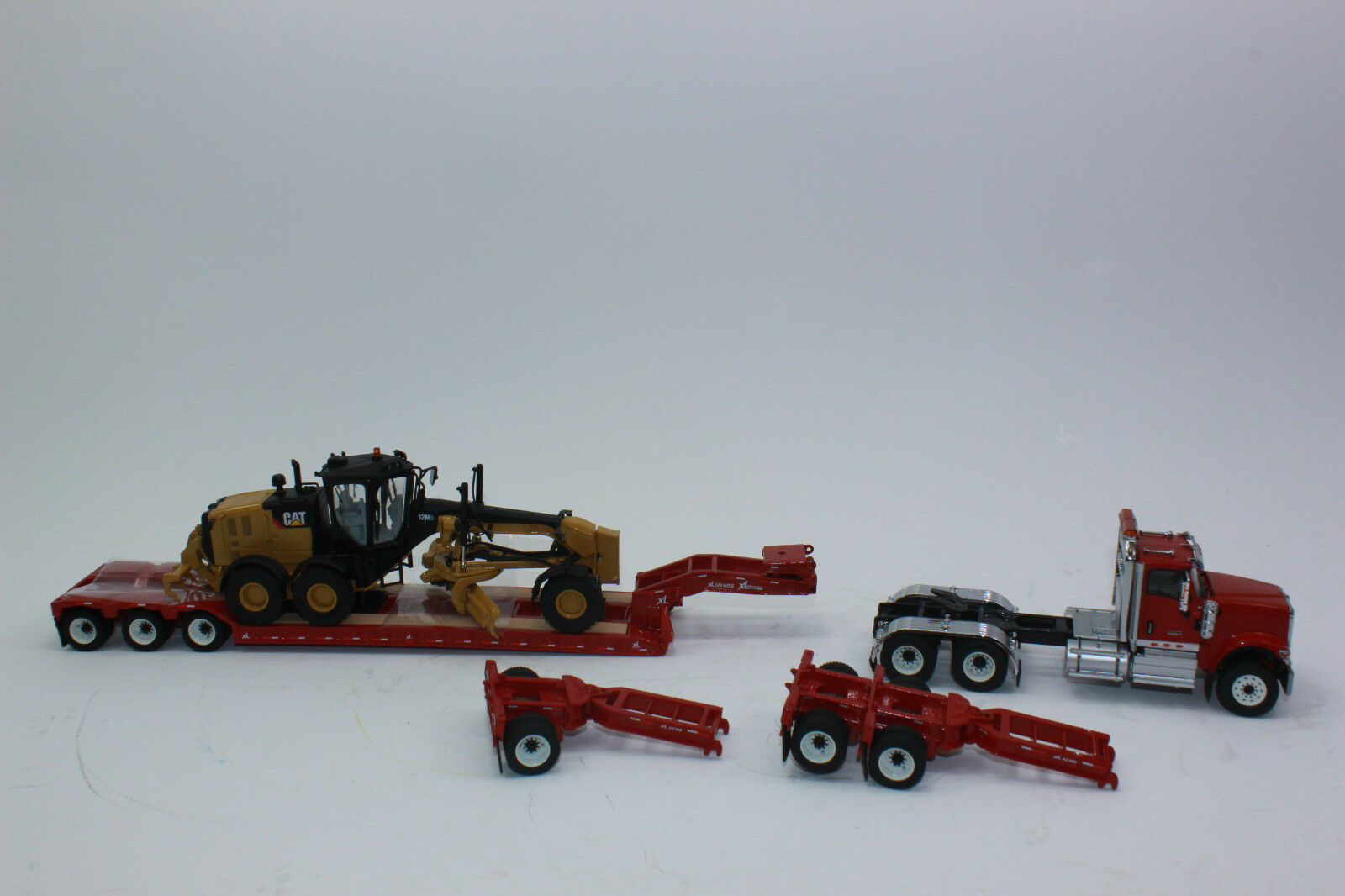 Diecast Masters 85598 hx520 Tractor + Low Loader + Cat 12m3 1 50 New in Original Box