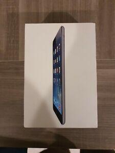 """Apple iPad mini 1ère Génération 7,9"""" 16 Go Wi-Fi Tablette - Blanc & Argenté"""