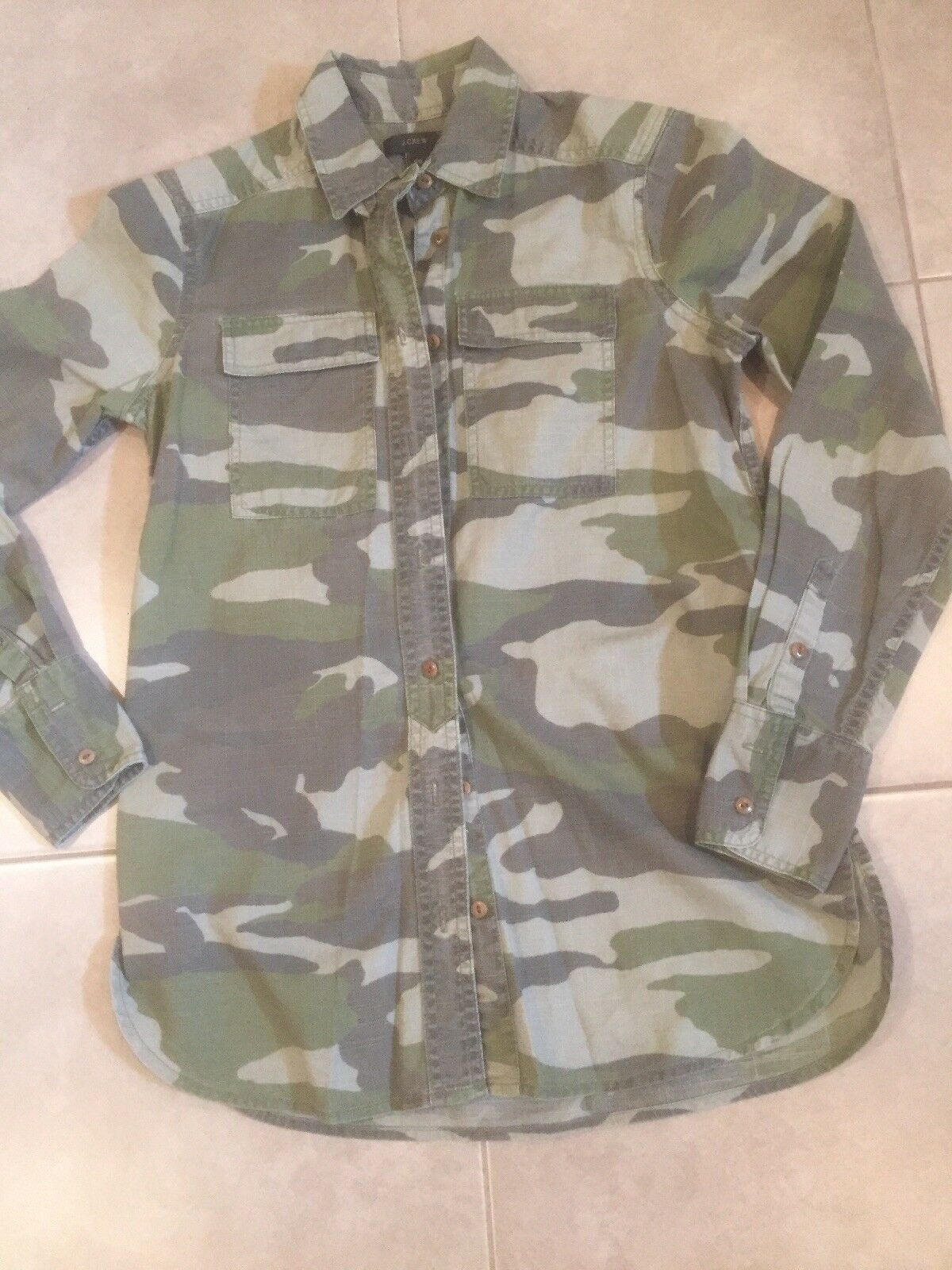 J CREW Grün Camouflage Button Down Collard Shirt Größe 00
