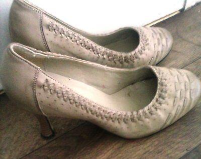 Xpress tamaño 7 Punta Redonda Tribunal Zapatos Tacón. Stilleto Beige Look Vintage.