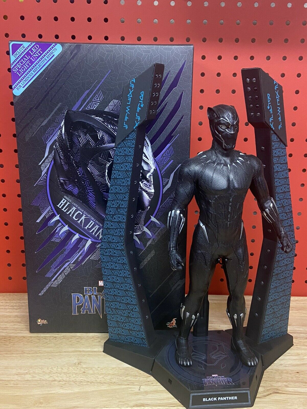 Hot Toys 1/6 Black Panther MMS470 PRE-OWNED USED read description on eBay thumbnail