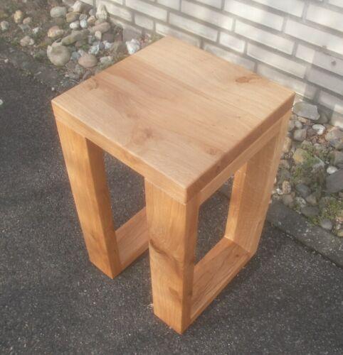 Holztisch, Beistelltisch Wildeiche, Asteiche massiv. Maße : 30x30x55cm hoch.