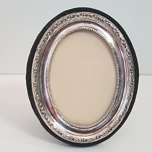Small-Oval-Silver-Plate-Engraved-Picture-Frame-with-Scrollwork-Velvet-4-1-4-034