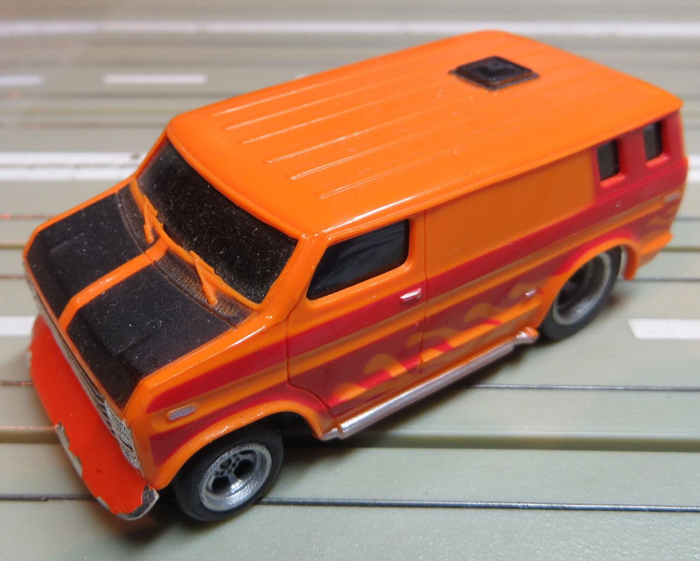Für H0 Slotcar Racing Modelbahn  -- Van mit AFX MT Fahrwerk  + 2 neue Schleifer