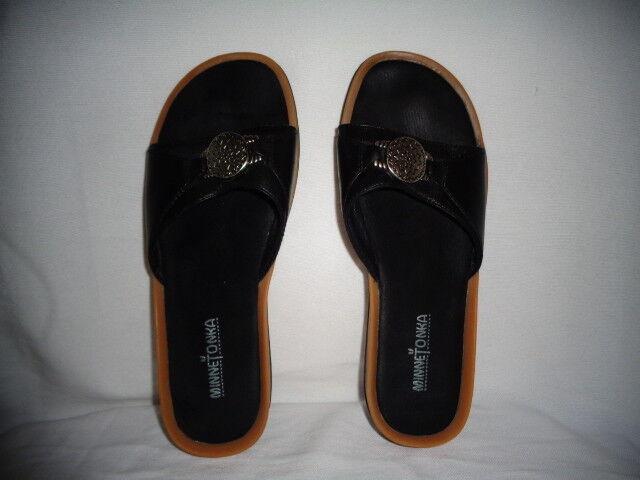 MINNETONKA Women's Slip-On Slippers Size 9