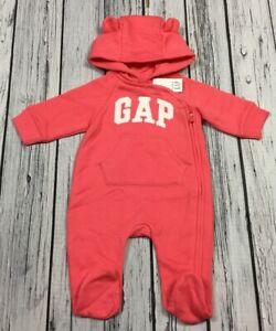 Baby-Gap-Girls-0-3-Month-Bright-Pink-amp-White-Gap-Logo-Jumpsuit-Romper-Nwt