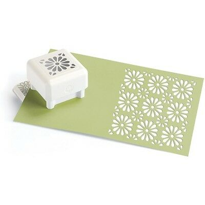 DAISY FIELD - Punch all over the page Pattern Paper punch by Martha Stewart