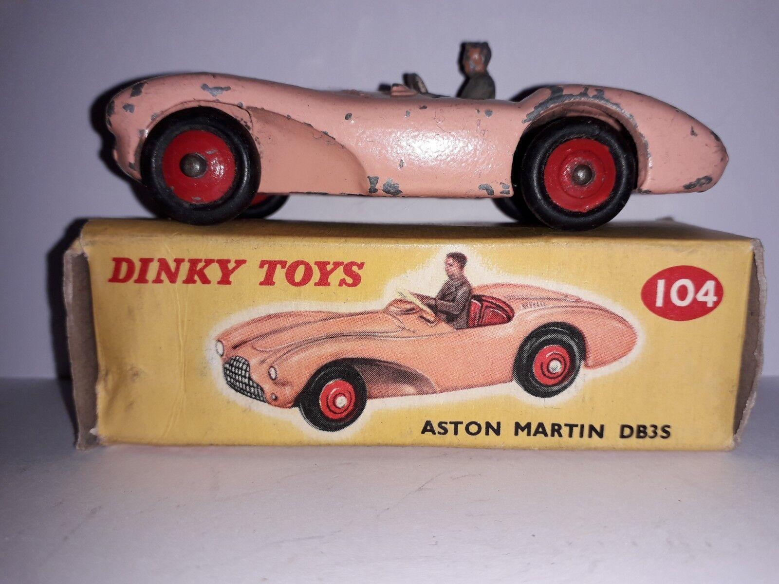 Boxed dinky spielzeug 104 aston martin db3s Rosa mit roten sitzen und räder grauen fahrer