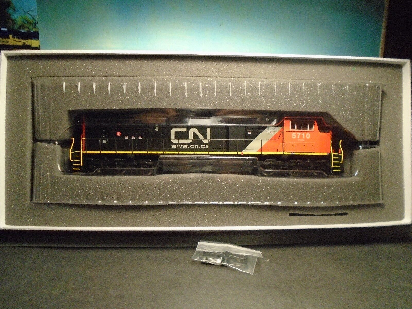 ATHEARN GENESIS HO SCALE G6193 94 SD75l CANADIAN NATIONAL RAILROAD  5776