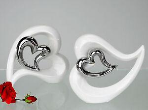 Moderne-trendige-Deko-Herz-Vase-liegend-weiss-mit-silbernem-Herz