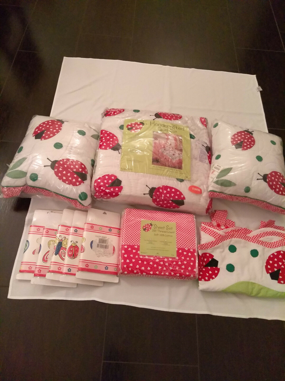 Twin Lady Bug Couette Set+2 coussins + feuille Set+2 Valences + Wall Paper NEW