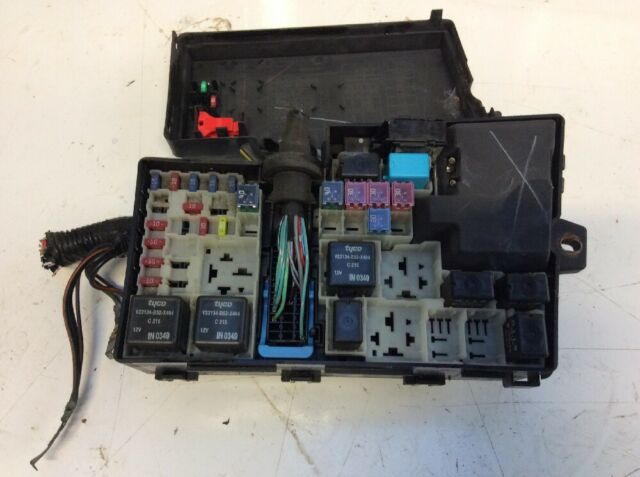 bay fuse box veq yogaundstille de \u2022genuine mazda 3 1 6 petrol engine bay fusebox 518818109 03 09 ebay rh ebay co