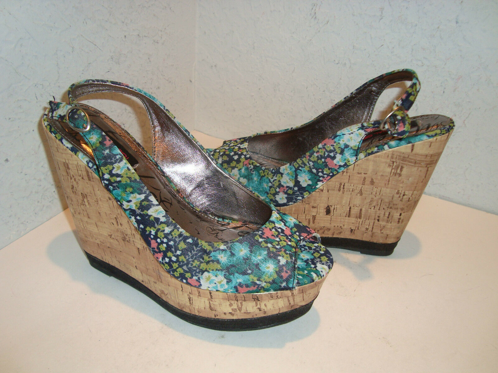 Material Girl New Womens Wave Multi Floral Print Wedge Sandals shoes 8 Medium