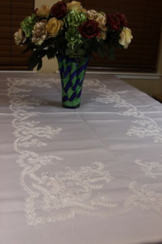 """Solid White 72x90/"""" Rectangle Embroidered Wedding Event Tablecloth With 8 Napkins"""