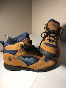 Vintage Nike acg boots. Womens 8. 90s