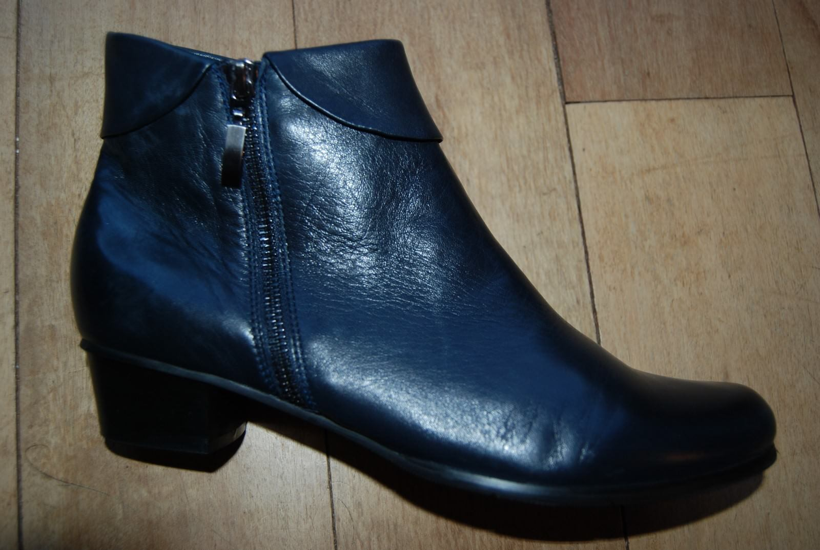 New Black Leather SPRING STEP Flapped Side Zip Ankle Boots US 9.5 - 10