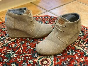 TOMS-DESERT-TAUPE-GREY-SUEDE-LEATHER-ANKLE-BOOT-WEDGE-6-5-37-M-LACES-HERRINGBONE