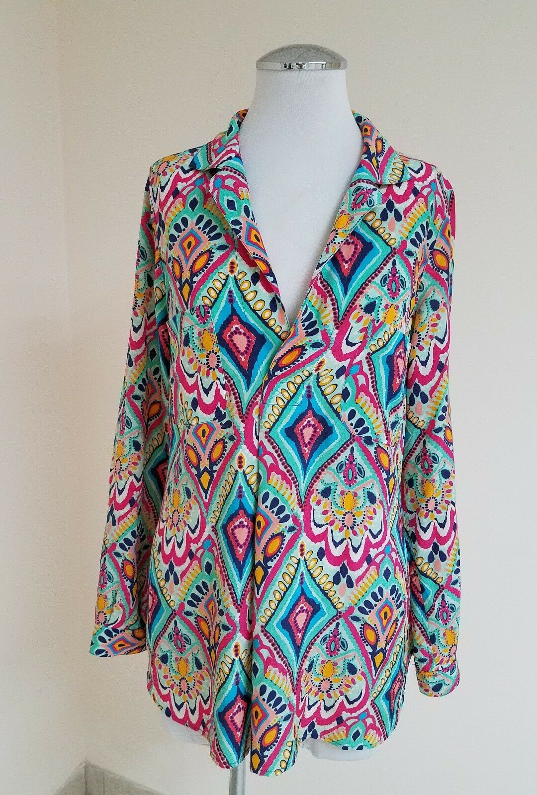 Lilly Pulitzer Boston Top Ikat Pattern long sleeve jeweled button sleeve Sz M