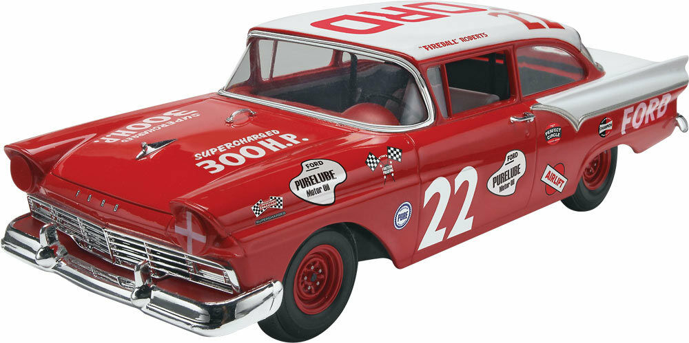 2013 REVELL 85-4024 1 25 Fireball Roberts 1957 Ford NASCAR model new in the box