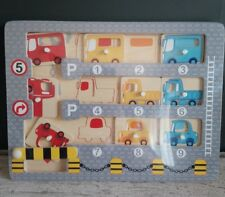 puzzle en bois 9 véhicules à garer dans le parking couvert Small Foot Legler