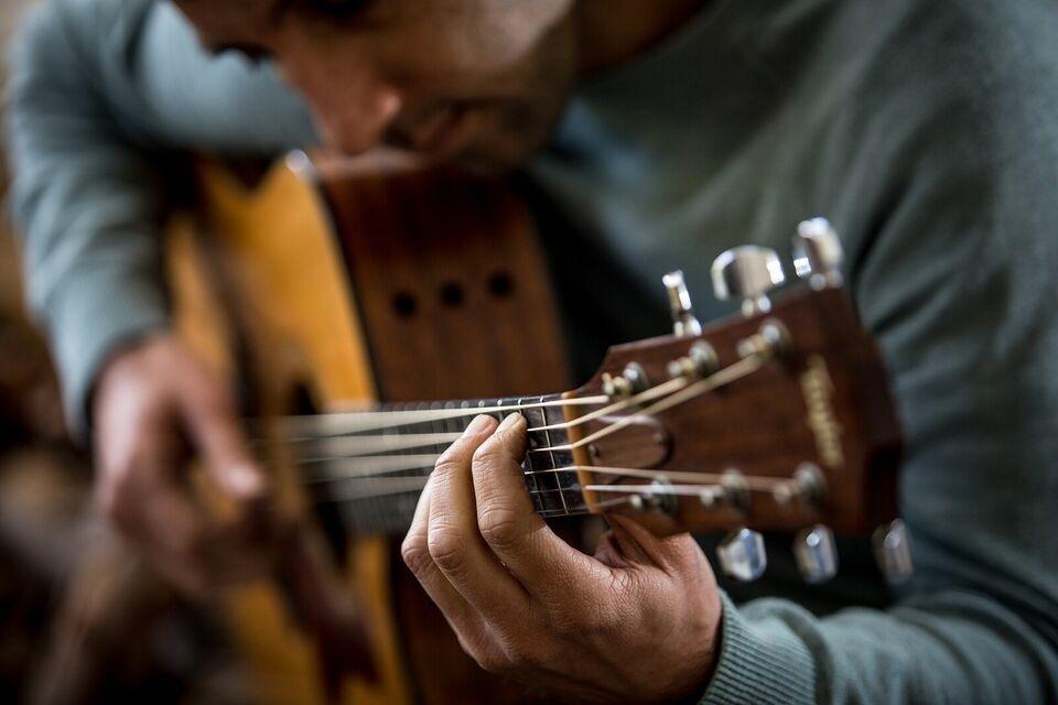 Guitarundervisning online eller 1:1  Gratis prø...
