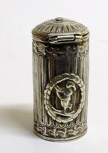 Antigua-cajita-con-grabados-en-relieve-Tapa-con-seguro-Posiblemente-francesa