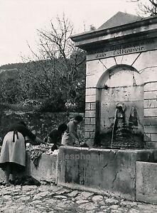 EZE-c-1935-Le-Lavoir-Fontaine-DIV-2923