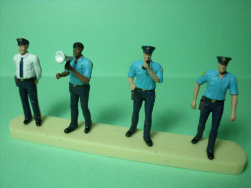 4  FIGURINES  1//43  SET 120  POLICE  VROOM  NON  PEINT  POUR  NOREV  MINICHAMPS