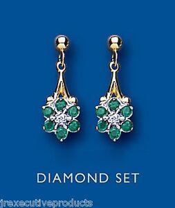 smeraldo-e-orecchini-diamante-oro-giallo-a-goccia-disposti-grappolo