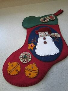 FELT-CHRISTMAS-STOCKING-APPLIQUE-BUTTONS-YOYOS-SNOWMAN-HAND-STITCHED-RED-GREEN