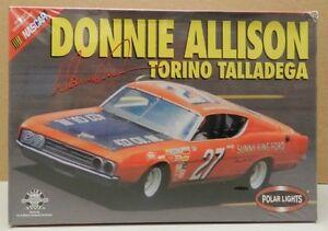 Polar Lights Donnie Allison Ford 1969 Torino Talladega Cobra Stock