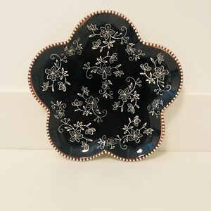 """New Temp-Tations by Tara Floral Lace Black 9"""" Scalloped Plate Temptations"""