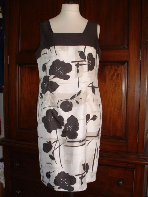 MINUET PETITE Size 18 Fully Lined Dress.