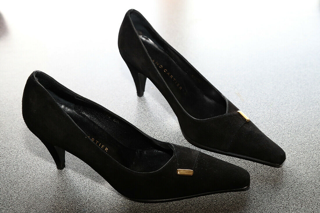 WOMENS BLACK SUEDE SHOES SIZE UK 5.5. By ROLAND CARTIER.