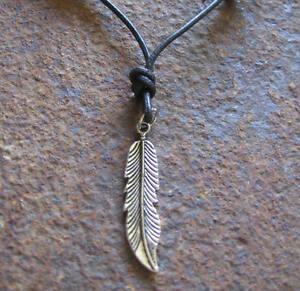Feder-Halskette-Leder-Herren-neu-Surf-Lederkette-schwarz-Surferkette-Herrenkette