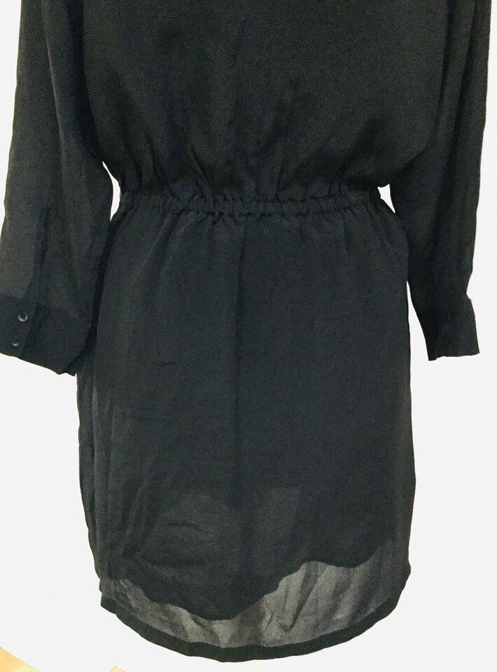 Anden kjole, Won Hundred, str. L