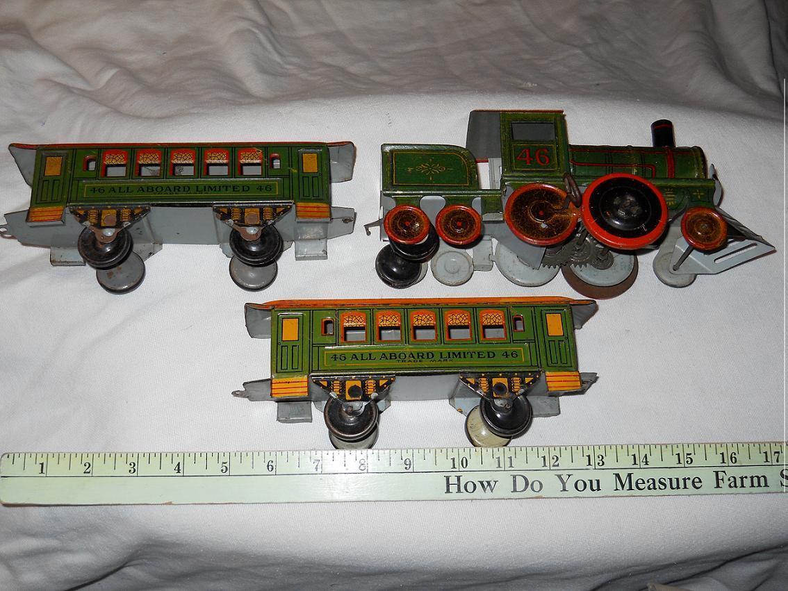 Piso De Estaño Juguetes  Strauss N0. 46 Locomotora de relojería y 2 vagones de pasajeros, década de 1920