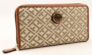 TOMMY HILFIGER Women/'s Fabric Monogrammed Zip Around Wallet Khaki//Tan