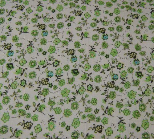 Vert Fleurs des 60 100/% COTON IMPRIME Robe Craft Tissu 160 cm Free P /& p