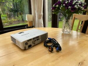 HITACHI CP-EX251N 3LCD Video Projector with HDMI