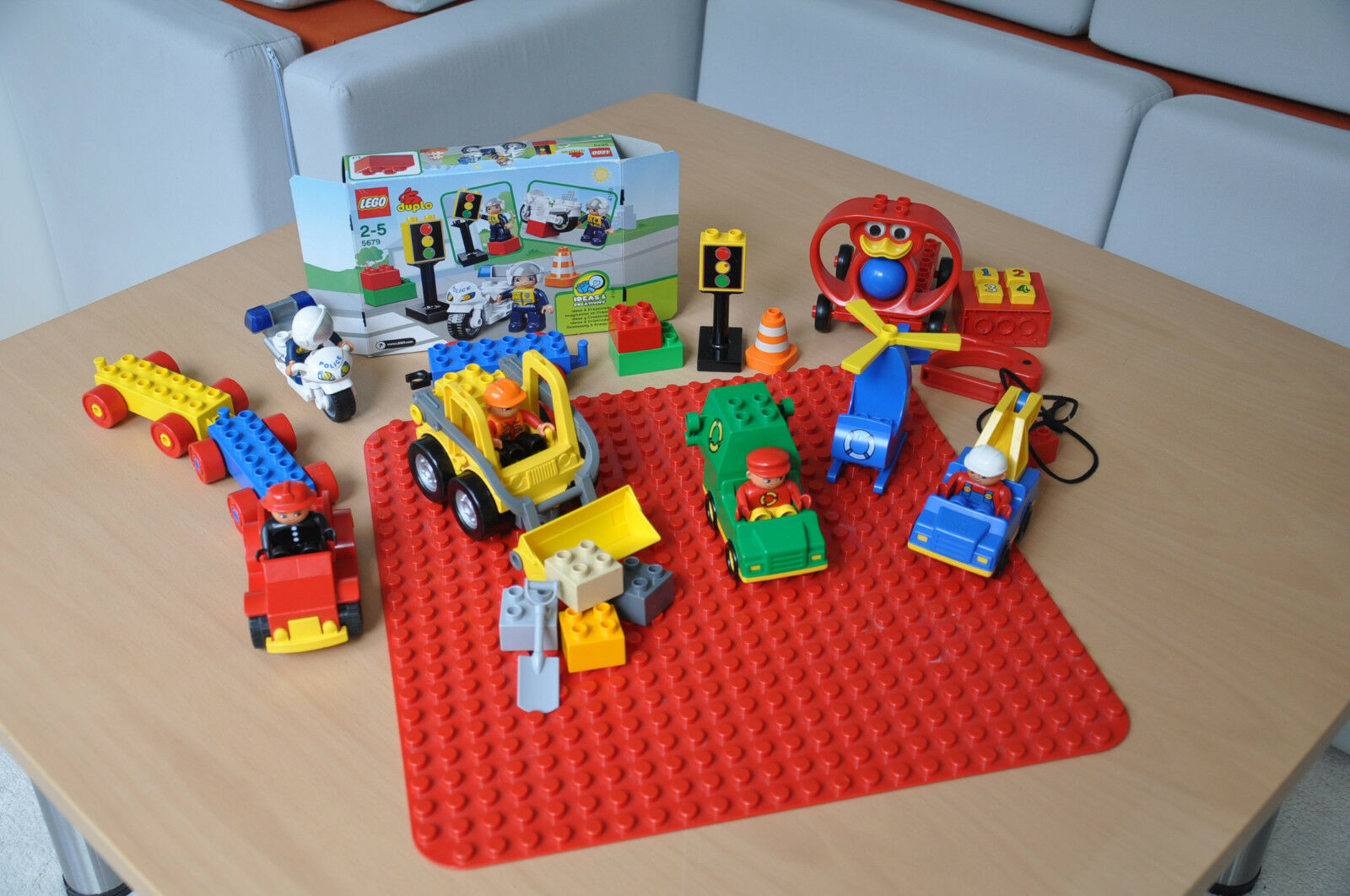 Lego Duplo Set with Base Plate,  wheel loaders and Motorcycle 5679  parfait