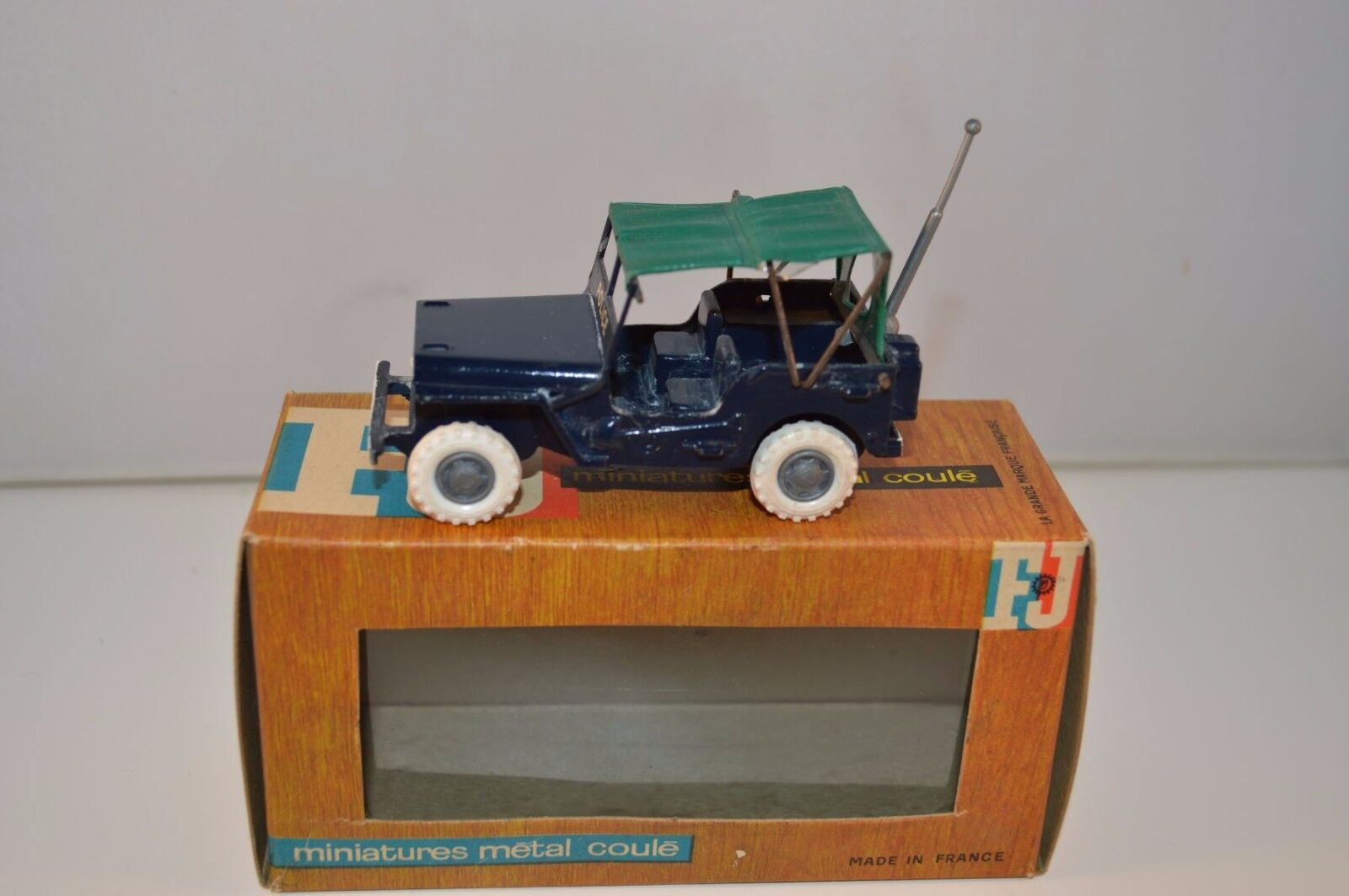 FJ F-J JEEP Vehicle de Police scale 1 43 99.9% mint in box very scarce rare raro