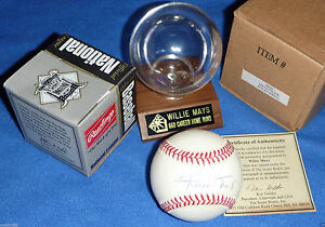 San-Francisco-Giants-Willie-Mays-SIGNED-BASEBALL-CAREER-STAT-660-HR-BALL-HOLDER