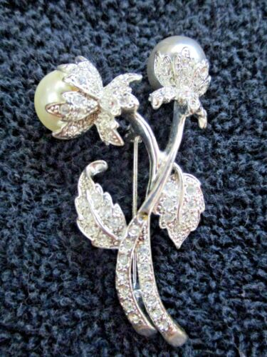 Vintage SP W LIND Signed Silver Plated Ribbon and Flower with Clear Crystal Rhinestones Pin Brooch
